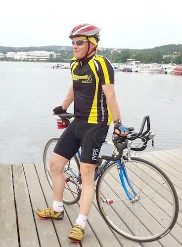 Pyöräilijä Jyväskylän satamassa